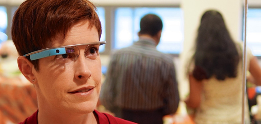 vrouw met google glass